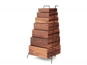 Chest of drawers model Sutoa. Walnut.