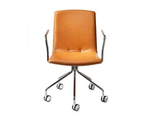 Day III Swivel chair. With armrests.